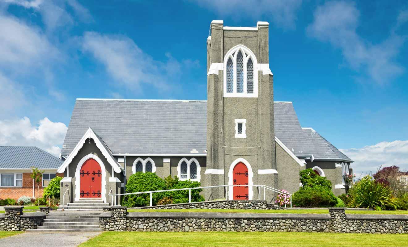 Chaque culte dispose de sa propre église en ville.