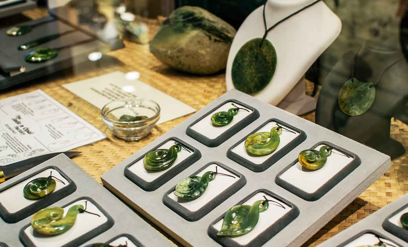 On trouve des bijoux en jade pour toutes les bourses.