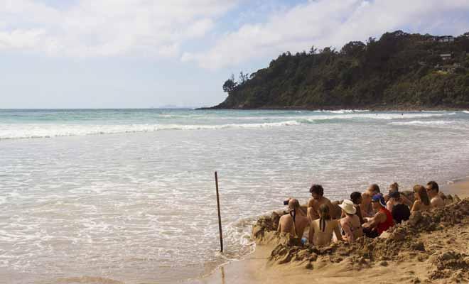 Pour profiter d'un spa naturel creusé dans le sable de la plage, encore faut-il venir à marée basse ! La source thermale qui coule sous la plage n'est pas toujours accessible.