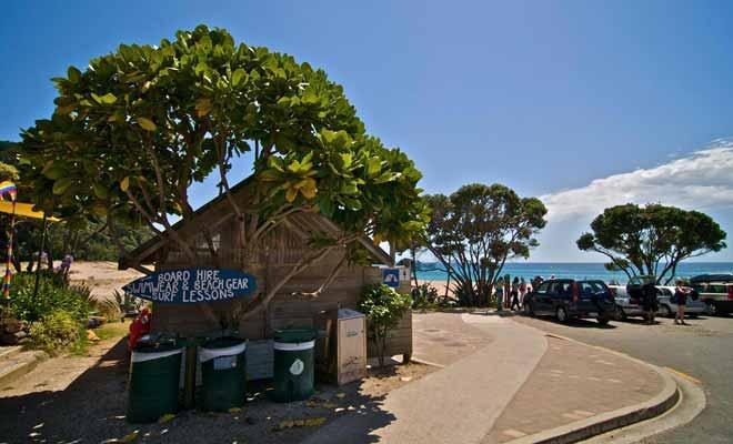 Hot Water Beach possède un petit café réputé pour son gâteau de carottes. Mais attention, il y aura sans doute la queue en été !