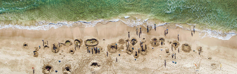 Hot Water Beach possède une source d'eau chaude sous le sable.