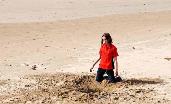 De nombreux touristes s'épuisent à creuser au mauvais endroit. Mais il ne suffit pas de connaitre l'existence de la source pour la trouver !