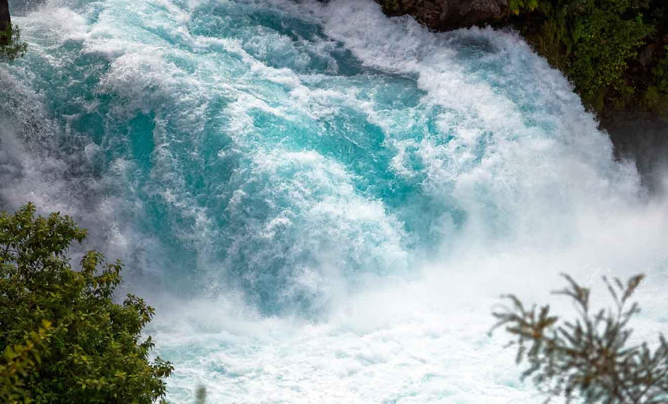 Le débit est tellement important qu'il suffirait à remplir une piscine olympique.