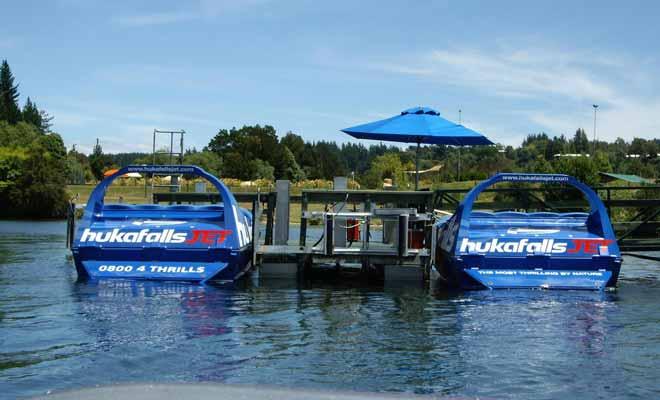 Pour embarquer à bord du Huka Falls Jet, il faut se rendre en aval du fleuve Waikato.