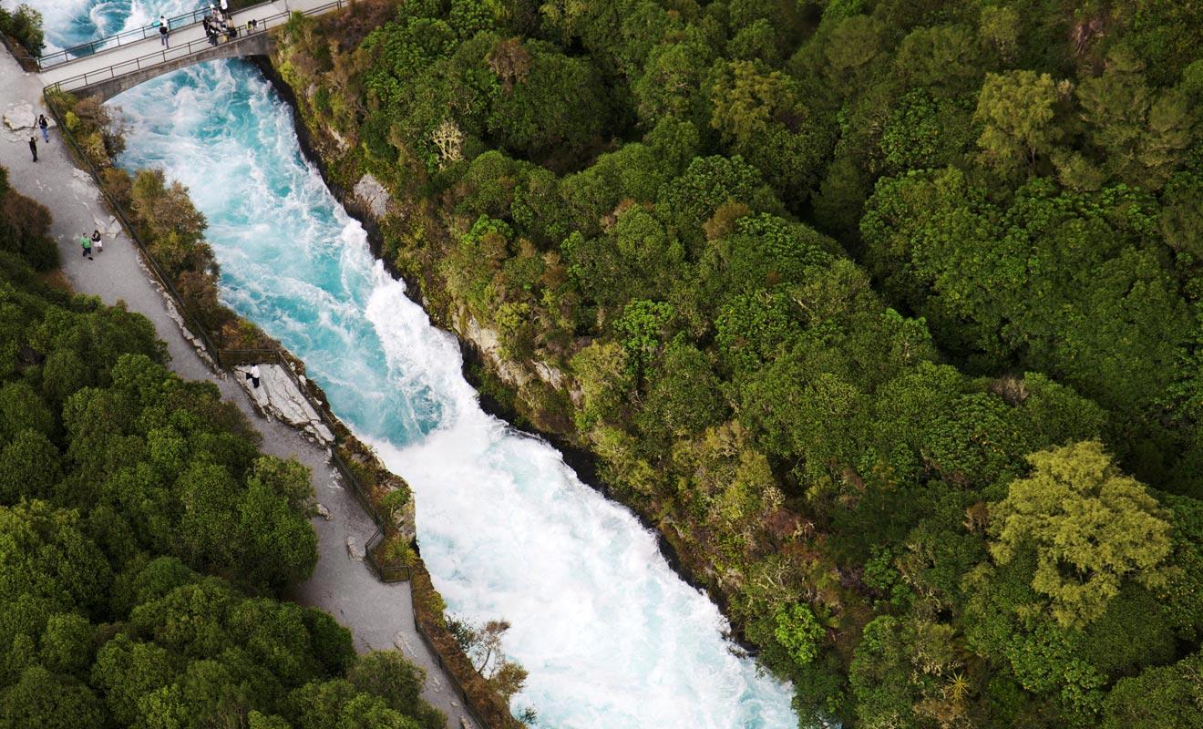 La formation de la chute est liée à la présence d'un goulot d'étranglement qui accélère le débit du fleuve.