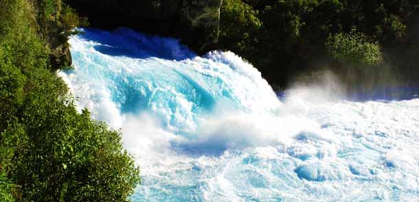 On estime que les Huka Falls pourraient remplir deux piscines olympiques à la seconde !
