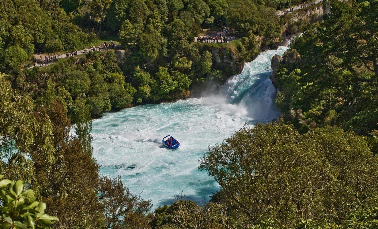Le Huka Falls Jet porte bien son nom et peut atteindre des pointes à 80 km/h. Autant dire qu'il a l'énergie requise pour braver le courant.