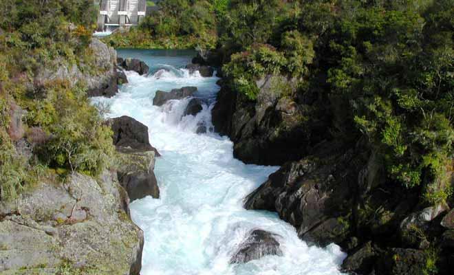 Les rapides d'Aratiatia ne sont pas naturels. Ils se forment chaque jour quand on ouvre les vannes du barrage en amont de la rivière.