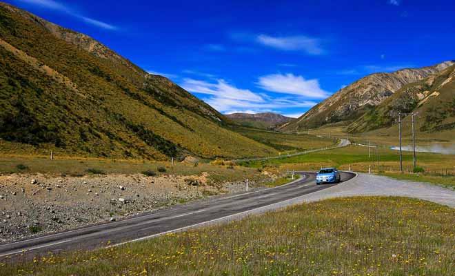 Pourquoi se priver de la conduite dans un pays magnifique ? Surtout lorsqu'il n'y a personne sur la route !