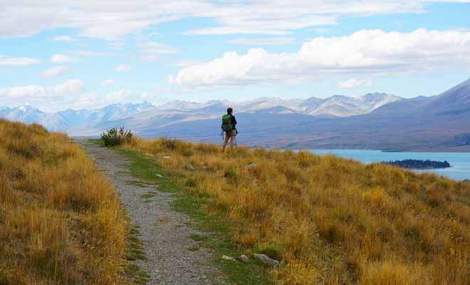 Avant de se lancer sur les pistes, il faut étudier l'itinéraire quitte à demander conseil au Département de la Conservation (DOC).