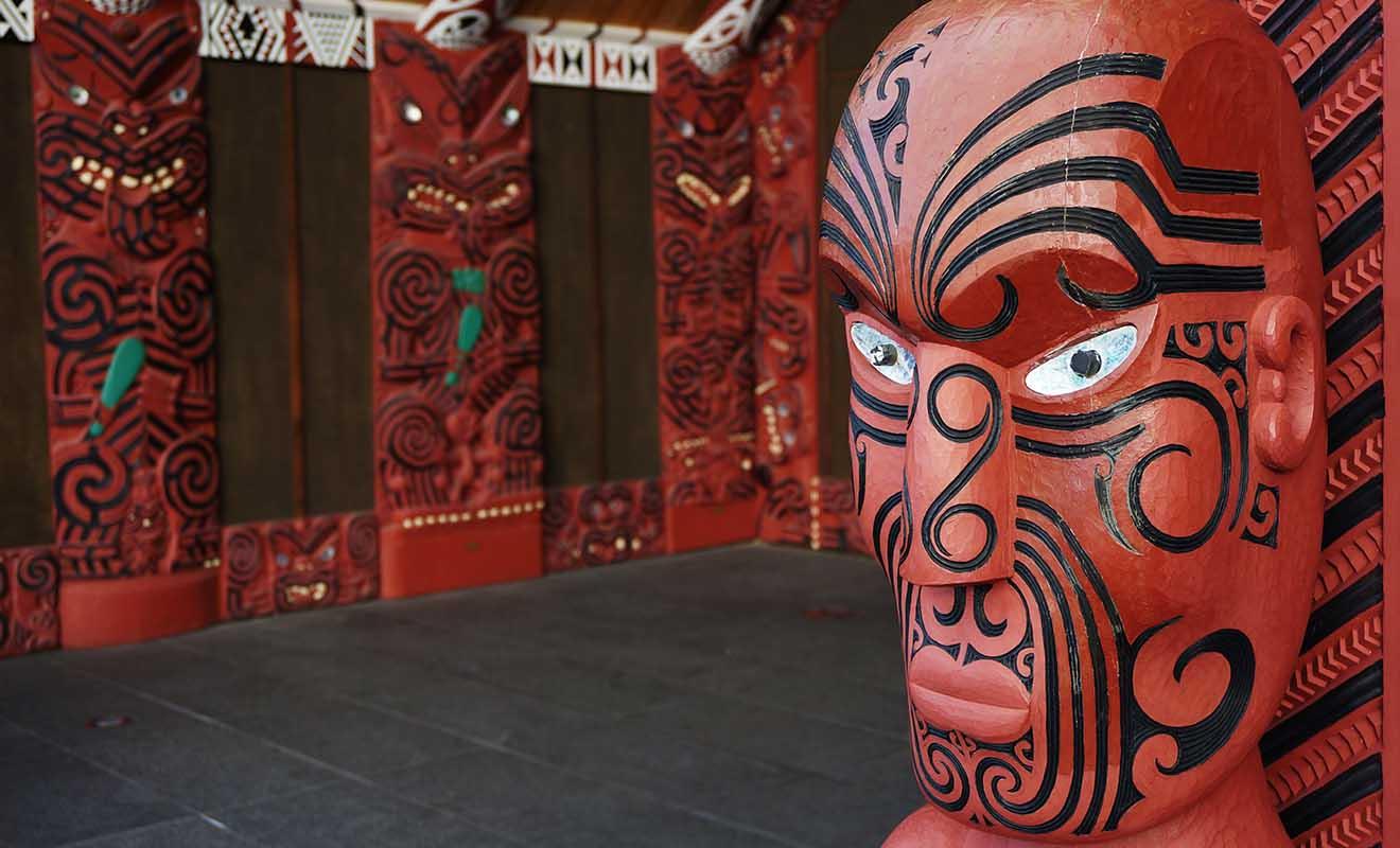 Aurore a vécu au sein de l'une des plus vieilles tribus maories de Nouvelle-Zélande près du mont Taranaki.