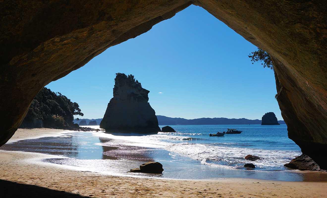 Présent dans 40 pays, le Visa Vacances Travail existe aussi en Nouvelle-Zélande et il est facile à décrocher.