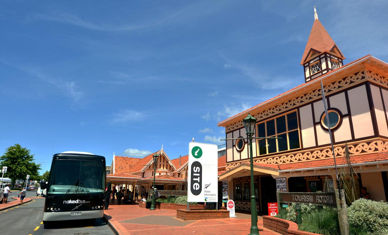 Les offices de tourisme baptisés iSite sont particulièrement nombreux en Nouvelle-Zélande, où on les retrouve habituellement en plein centre-ville. Le personnel se fera un plaisir de vous conseiller et de réserver les activités de votre choix.