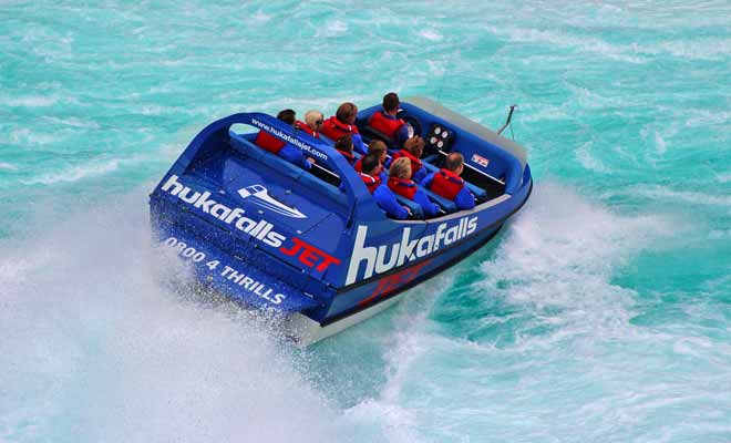 Non seulement la remontée de la rivière est spectaculaire, mais le clou du spectacle a lieu en fin de parcours quand le jetboat se rapproche au plus près des Huka Falls.