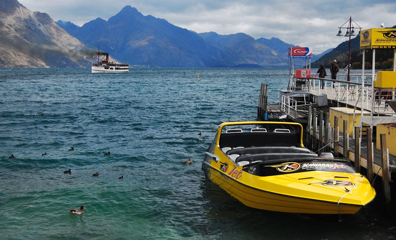 Queenstown est la capitale mondiale du jetboat avec pas moins de cinq compagnies différentes qui permettent d'explorer non seulement le lac Wakatipu, mais aussi les rivières de la région de l'Otago.