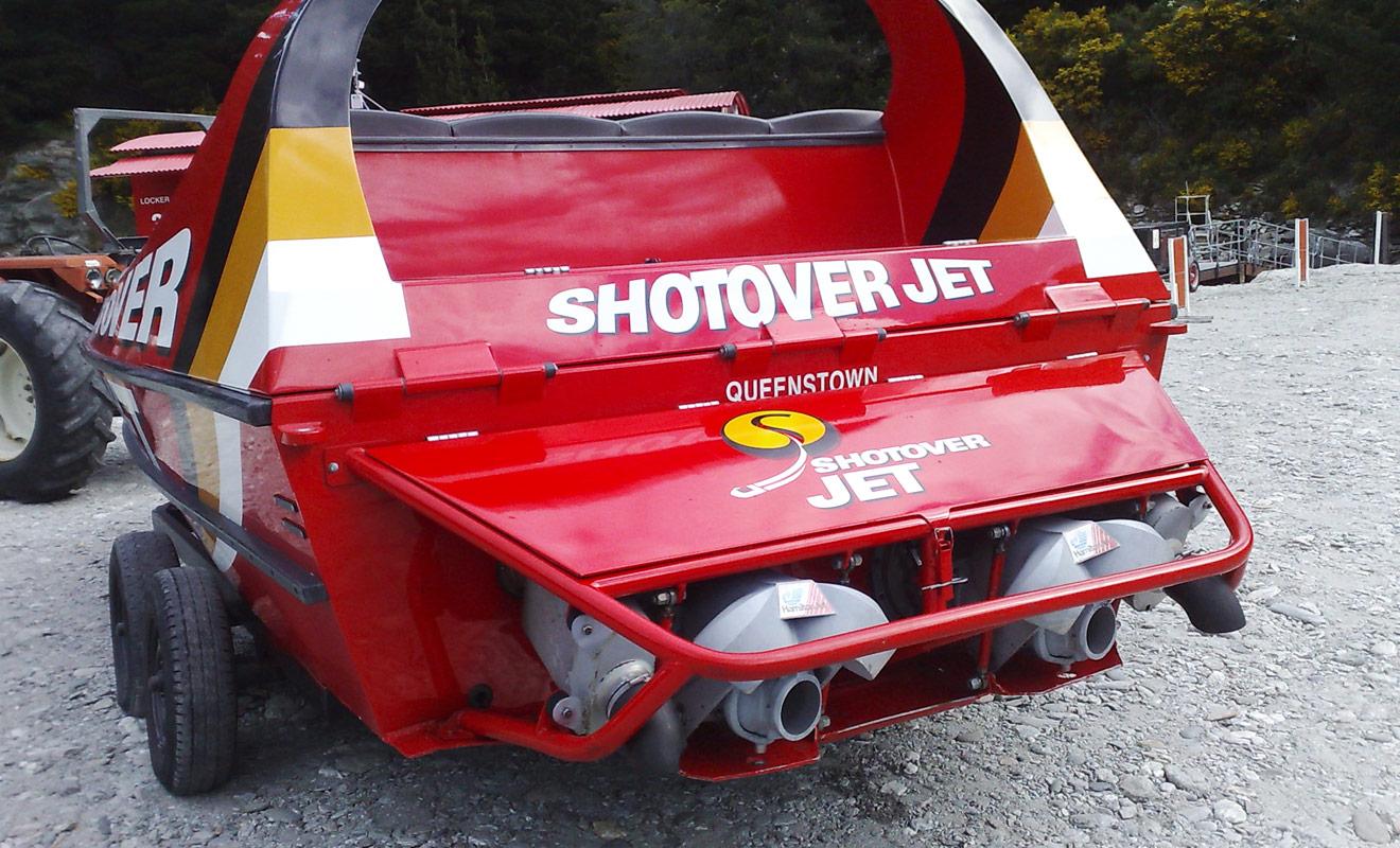 Les jetboats les plus rapides (notamment ceux de shotover jet) sont en réalité équipés de véritables moteurs V8 que l'on retrouve dans les Formules 1.