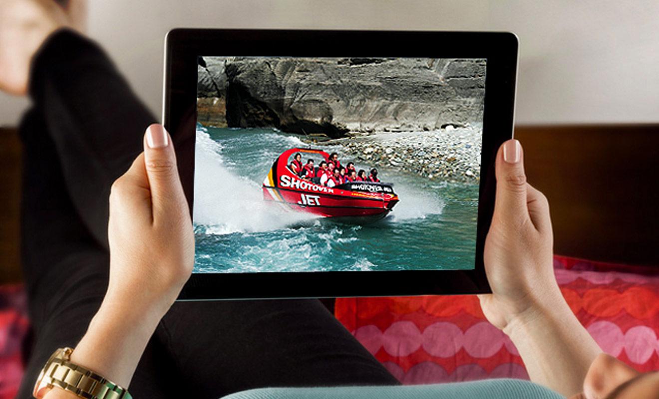 Les vidéos souvenirs ou les photos d'une sortie en jetboat sont proposées en supplément par les organisateurs. À vous de juger si vous voulez investir vos économies dans ce type de souvenirs.