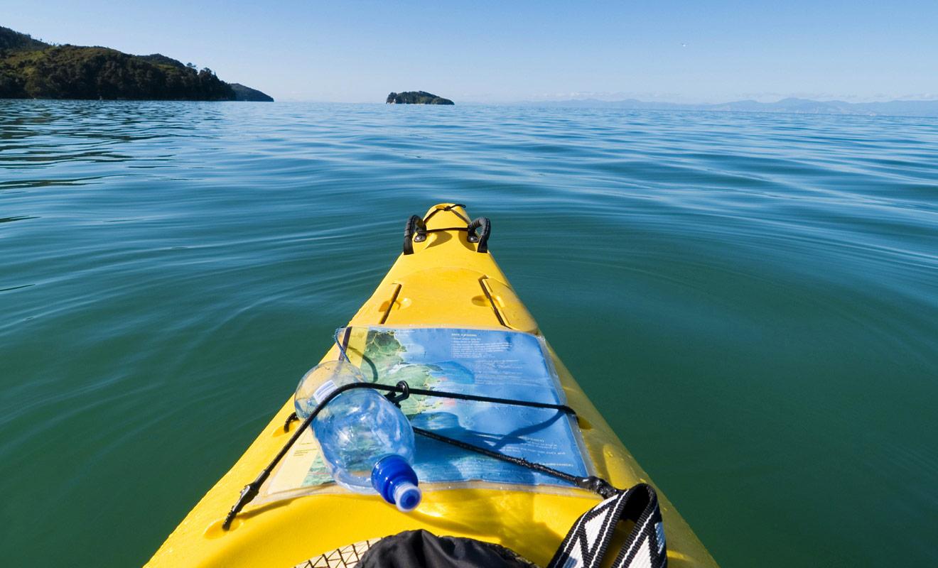 Les kayaks de mer, surtout lorsqu'ils sont prévus pour deux passagers, sont des embarcations particulièrement stables qui ne se renversent pas facilement.