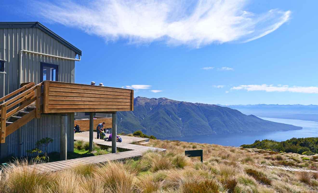 Si les Huts du Département de la Conservation procurent un certain confort, n'oubliez pas que les douches sont malgré tout à l'eau froide.