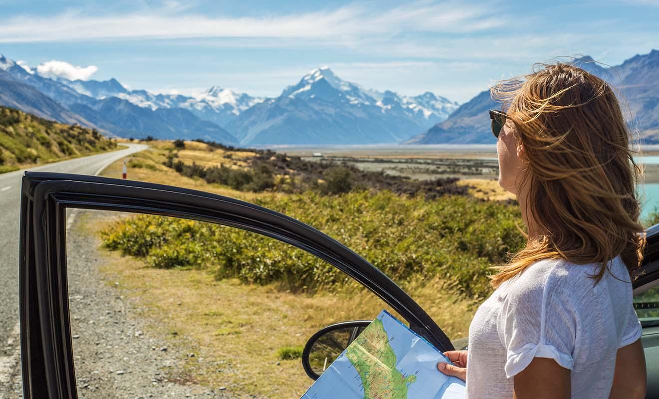 Conduire en Nouvelle-Zélande fait parti des grands plaisirs du séjour, car il n'y a souvent personne sur la route et l'on a l'impression de partir à l'aventure.