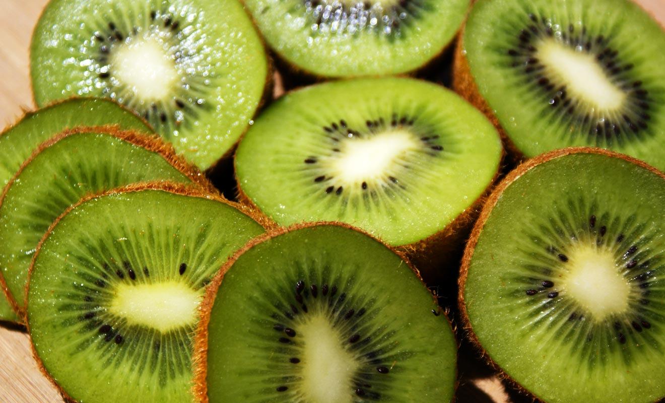 Le terme kiwi fait penser au fruit, mais ce mot désigne également l'oiseau sans ailes de Nouvelle-Zélande et les habitants même du pays.