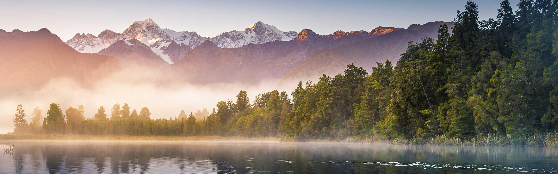 Le lac Matheson se trouve sur la West Coast de l'île du Sud, à proximité des glaciers.
