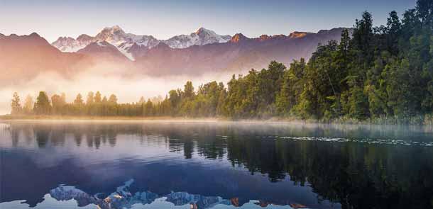 L'eau sombre du lac et sa position idéale réfléchissent toute la vallée. Encore faut-il bénéficier du beau temps (assez rare dans cette région).
