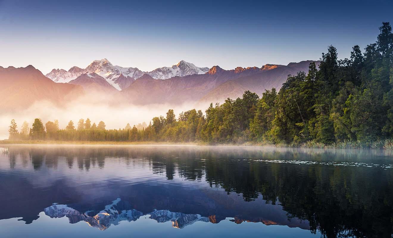 Le lac Matheson est une icône de Nouvelle-Zélande et on le trouve représenté aussi bien sur des mugs que des timbres.