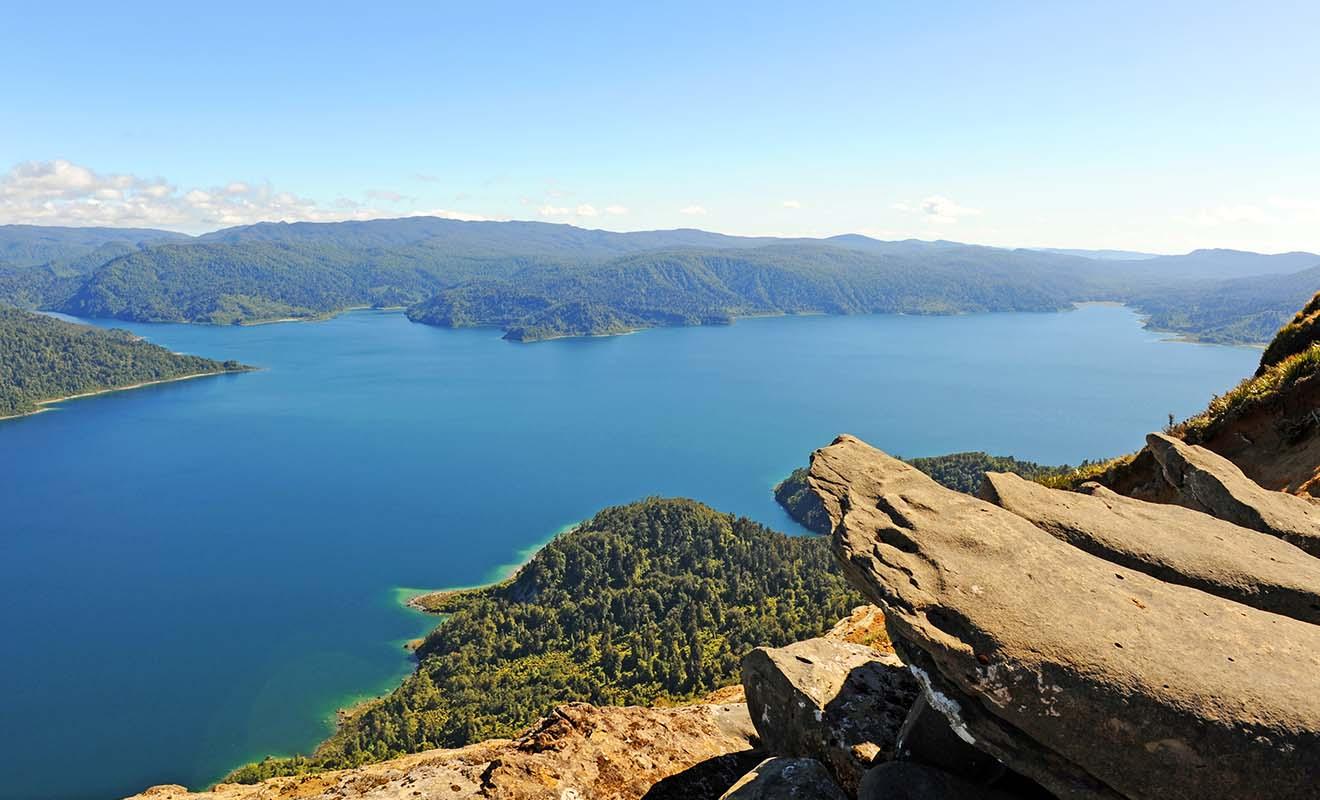 La grande randonnée du lac Waikaremoana s'effectue sur plusieurs jours, mais vous pouvez vous faire déposer ou rapatrier en bateau si vous êtes pressé par le temps.