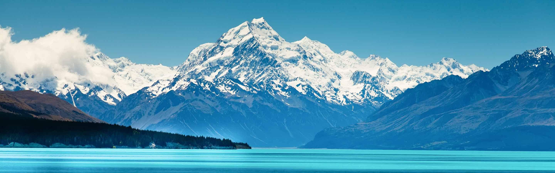 Longez le lac Pukaki et son eau turquoise pour rejoindre la vallée du mont Aoraki/Cook.