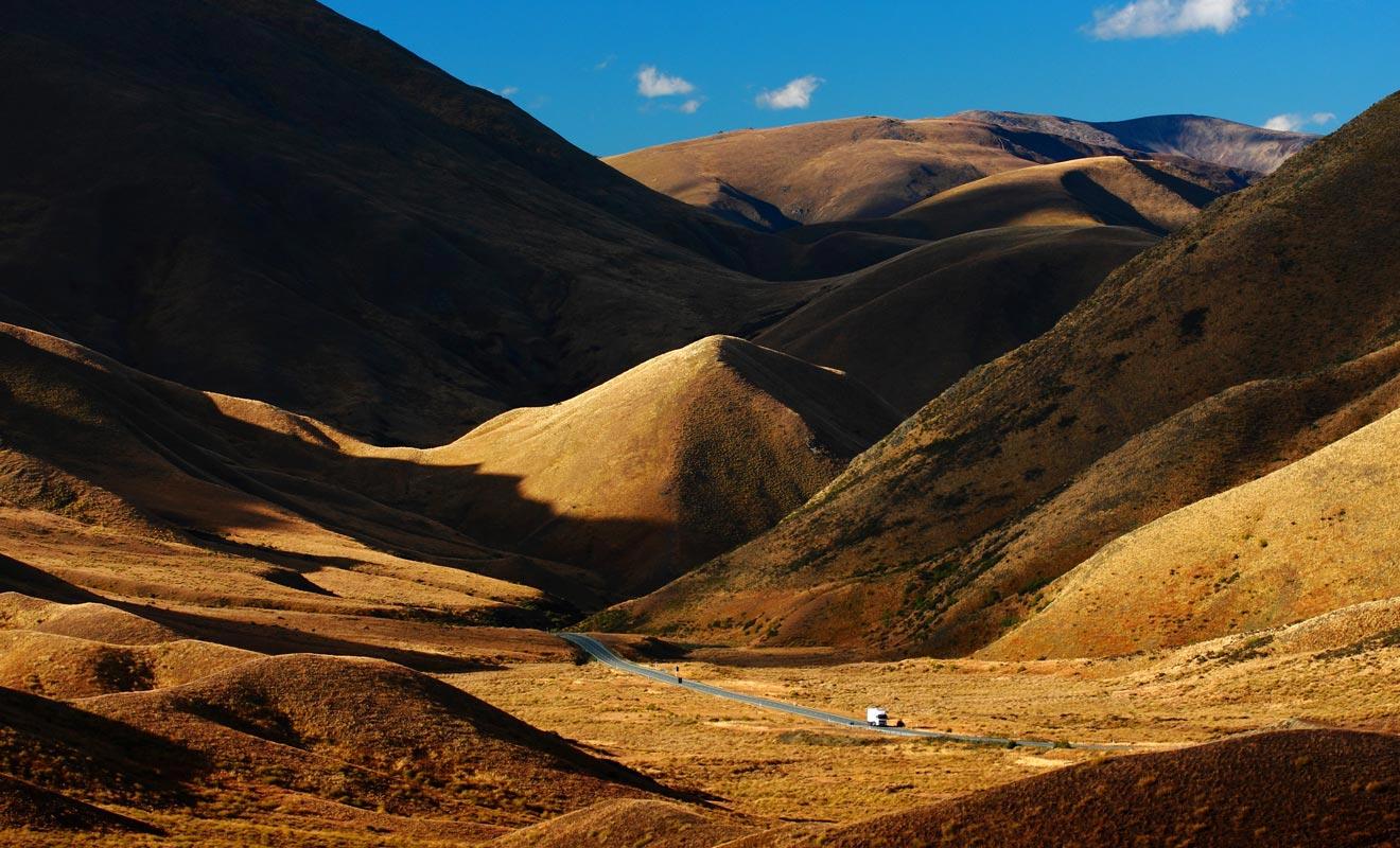 La beauté des paysages force souvent les voyageurs à s'arrêter sur le bord de la route. Comme le pays est très peu peuplé, on remarque l'absence de lignes à haute tension qui pourraient gâcher le panorama.
