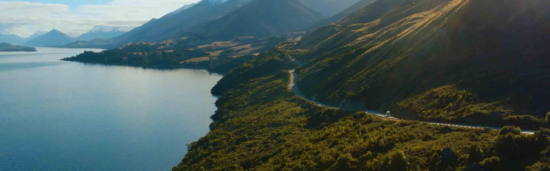 Camper-van sur une route de Nouvelle-Zélande.