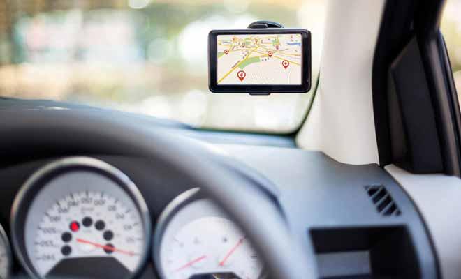Le GPS est souvent proposé en option par les loueurs de voitures. Dans le cadre d'un séjour d'une année entière, il est plus intéressant d'en acheter ou d'utiliser celui de votre smartphone.