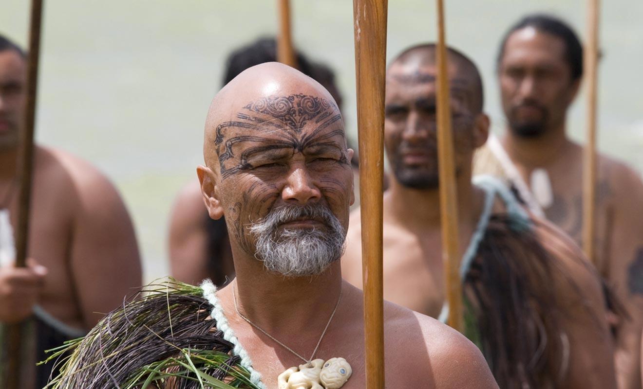 Les Maoris sont originaires de Polynésie. La légende raconte qu'ils venaient d'une île légendaire nommé Hawaiki.