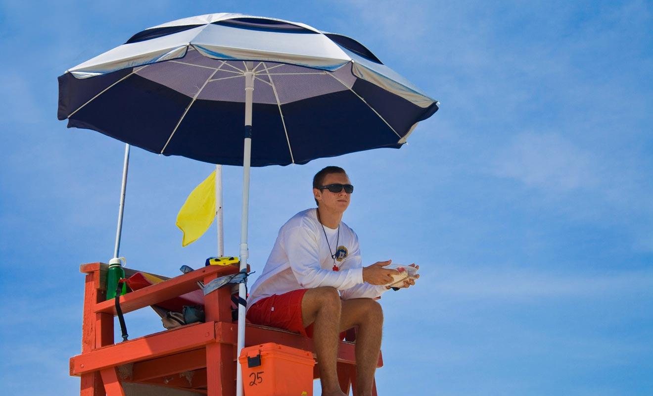 Se retrouver surveillant de plage alors que l'on pensait travailler dans un Starbuck en ville fait partit des imprévus d'un Programmes Vacances Travail. Il faut savoir s'adapter sur le terrain et saisir des opportunités.