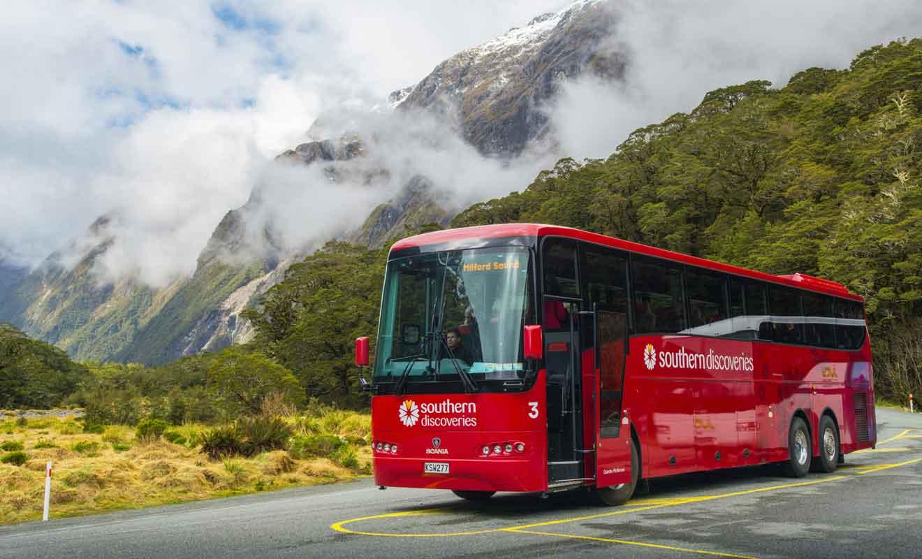 Avec des visites minutées, les trajets en autocar sont frustrants pour ceux qui espéraient découvrir le Fiordland.