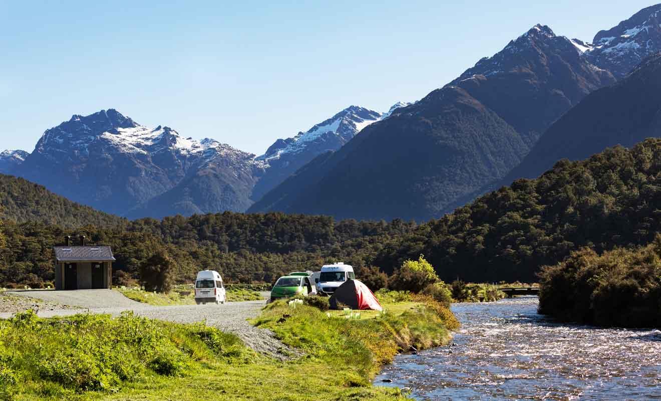 Les campings du Département de la Conservation sont souvent complets en haute saison.