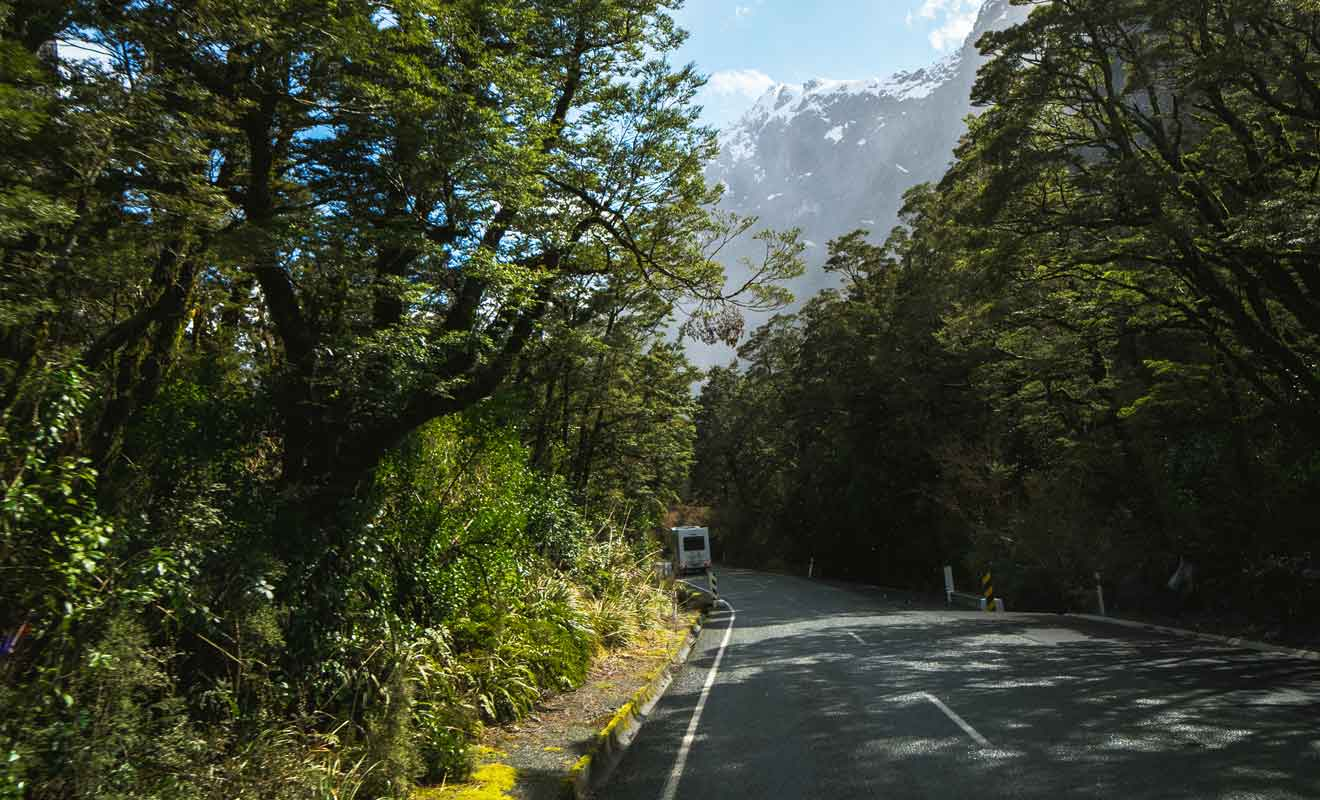 Malgré la beauté du paysage, restez concentré sur la route !
