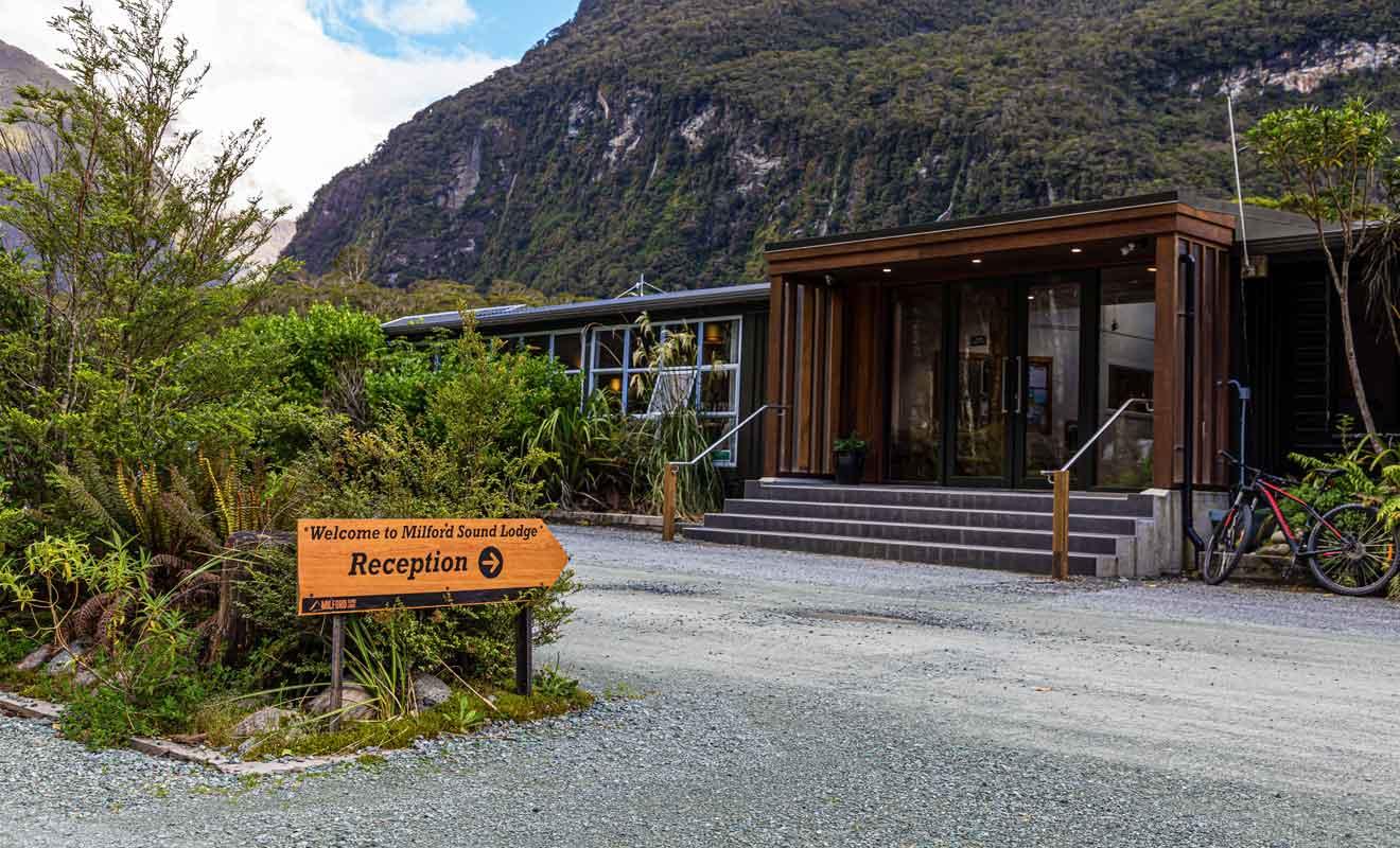 Cet établissement propose aussi des terrains de camping et un restaurant.
