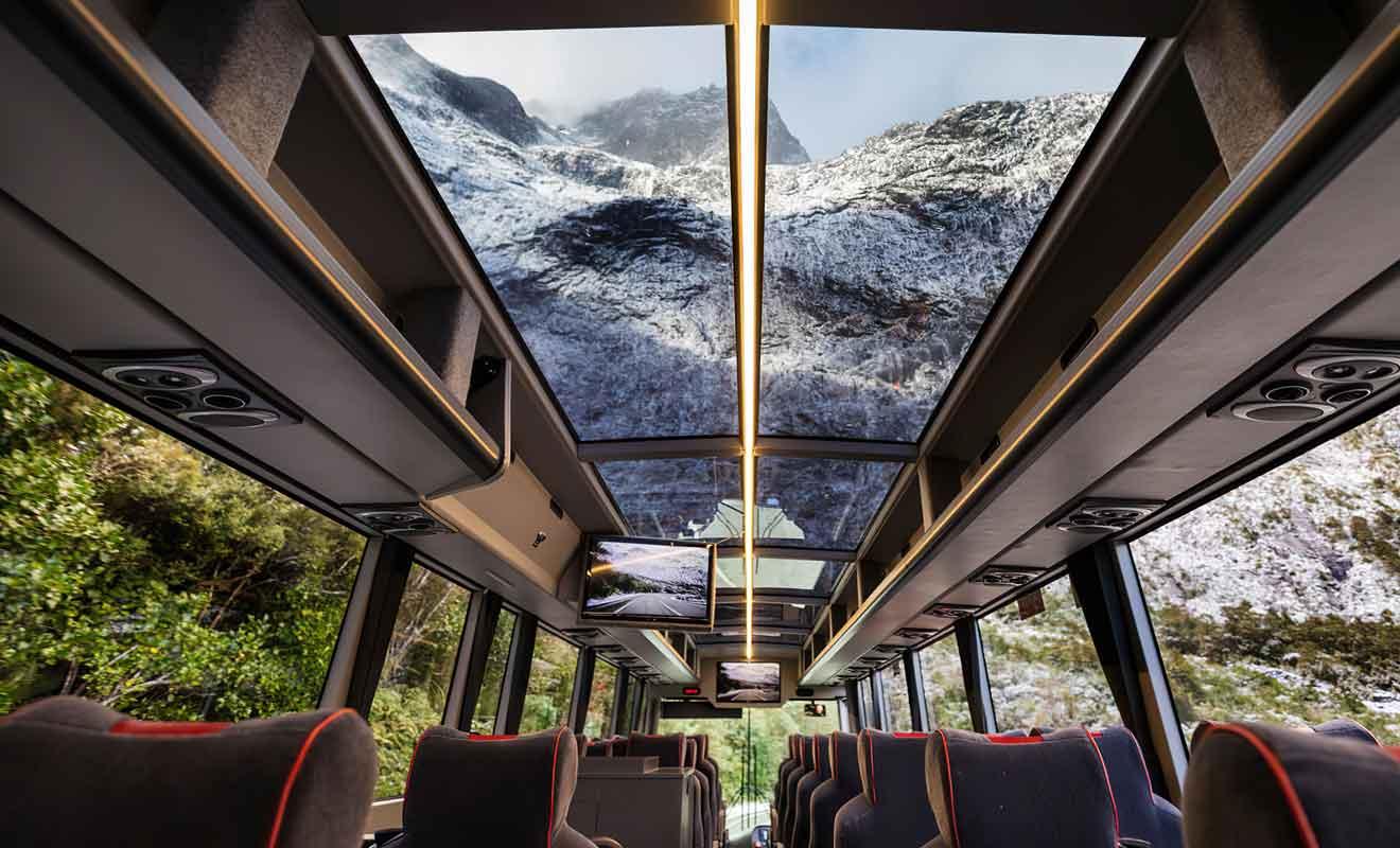 Avec de larges fenêtres et un toit vitré, les autocars de Southern Discoveries sont les plus confortables.