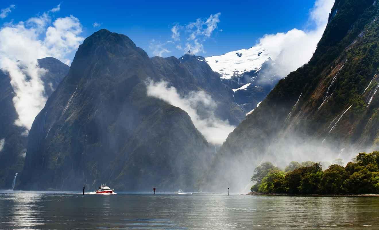 La navigation demeure la solution la plus abordable pour explorer le fjord.
