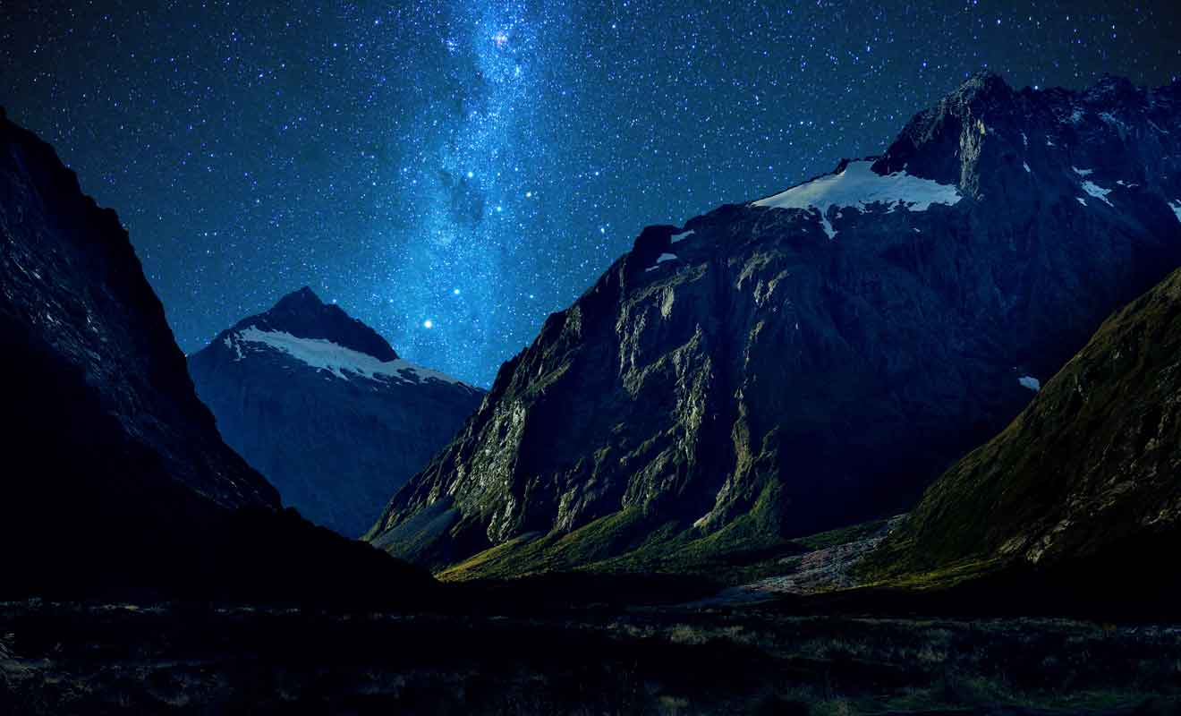 Essayez de passer une nuit en camping ou au Milford lodge pour admirer les étoiles.