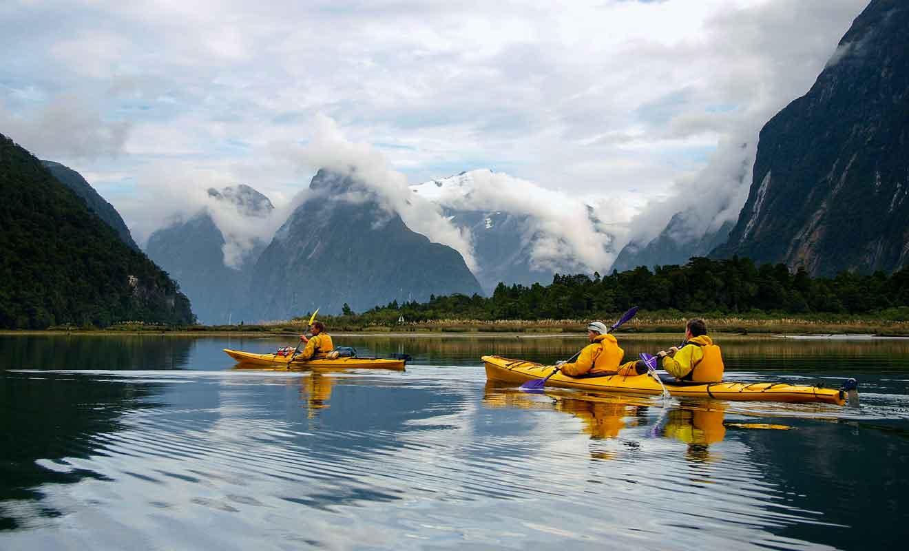 Plusieurs compagnies de kayak proposent des sorties pour les visiteurs.