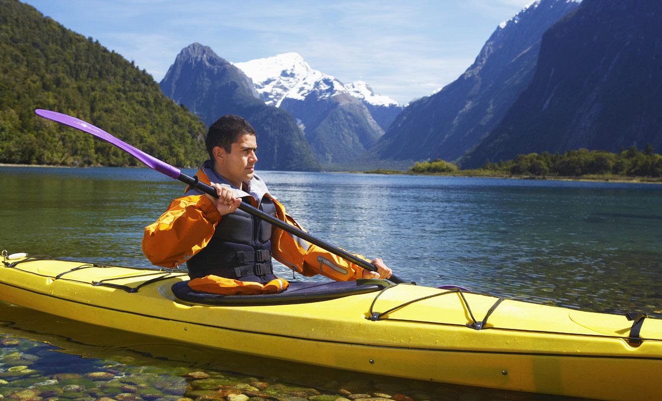 Le kayak se révèle un moyen de transport facile à l'usage, mais cela ne signifie pas que l'on peut faire l'impasse sur une période d'initiation plus ou moins longue. Prenez au minimum une leçon avant de partir à l'aventure en solo.