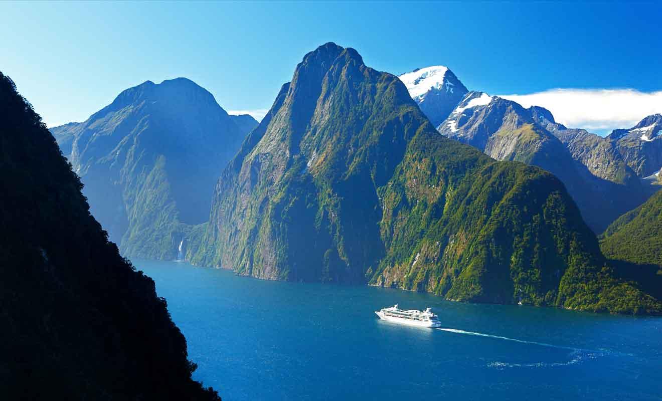 Des survols du Milford Sound sont possibles en avion ou en hélicoptère.