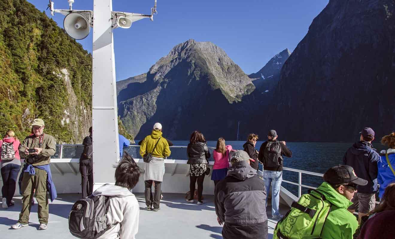 La mise en place de quotas est régulièrement évoquée pour maintenir la qualité de la visite.