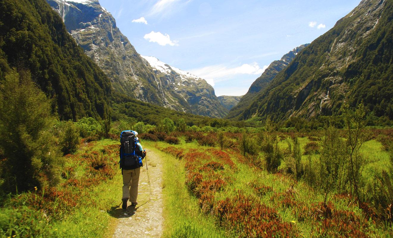 Les sentiers de randonnée sont très bien entretenus par les volontaires du département de la conservation (DOC). Ce n'est pas une raison suffisante pour se départir de toute prudence. Planifiez votre itinéraire avec soin et emportez toujours plus de provisions que nécessaire.