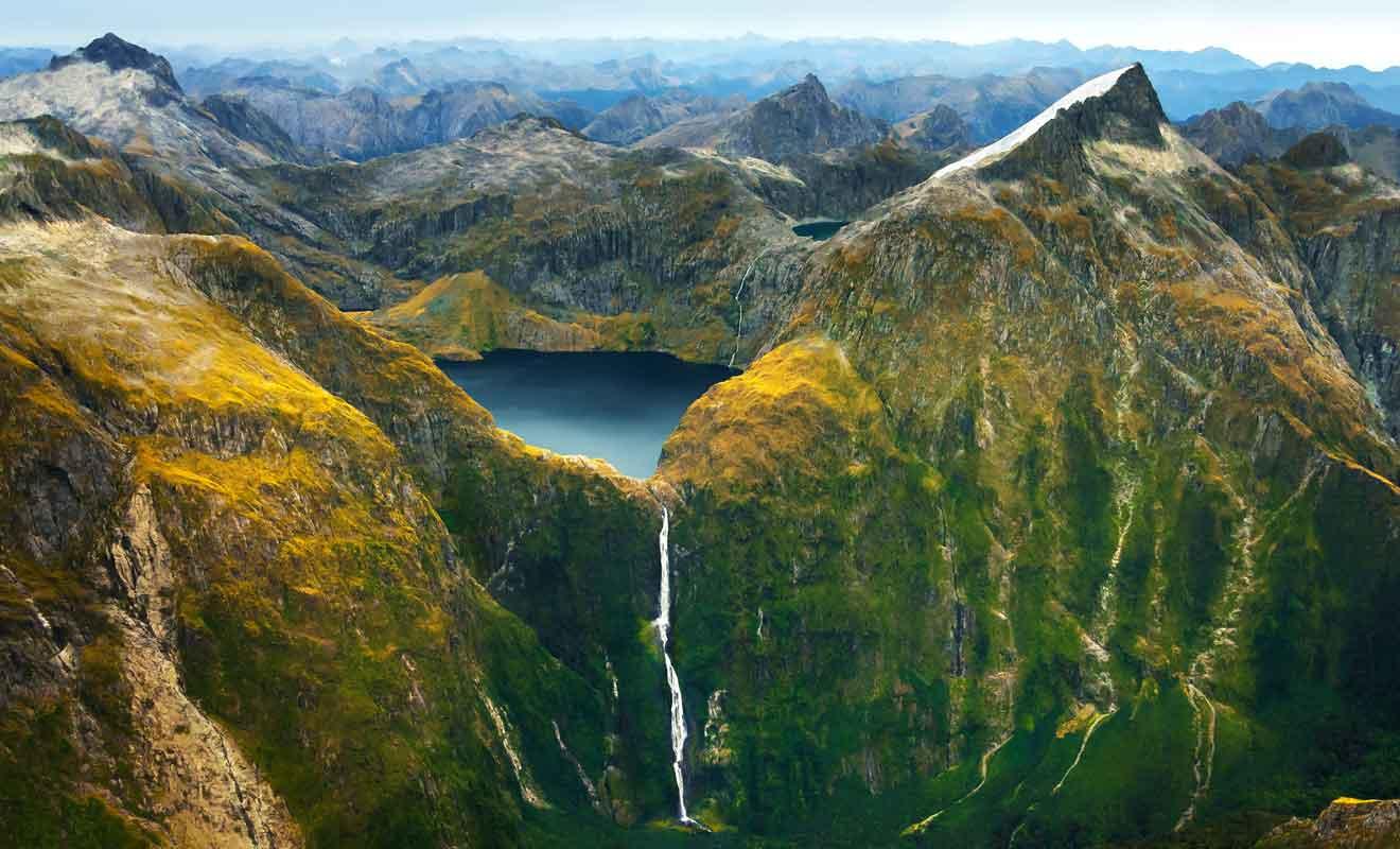 Les Sutherland falls sont les plus hautes chutes de Nouvelle-Zélande (580 m).