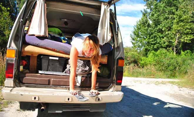 Dormir dans un mini-van ne pose pas de problème si la literie est un minimum correcte. Mais encore faut-il trouver un emplacement où garer son véhicule sans craindre l'amende de 200 dollars.