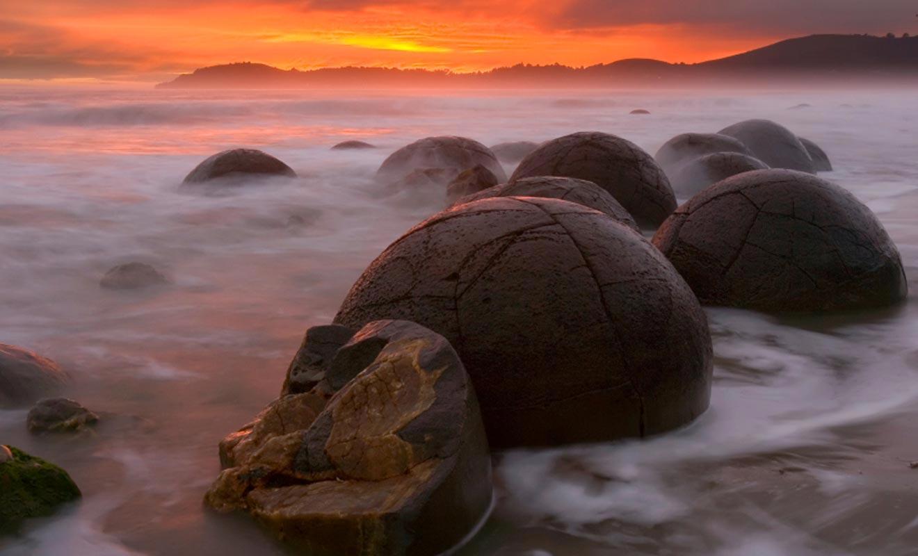 L'origine est-elle extraterrestre ? Rien ne permet de le dire. Ce qui est certain en revanche, c'est que l'on trouve de semblables rochers sur la planète Mars.